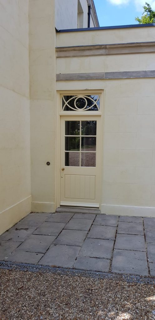 The door featured a fixed sash with curved glazing bars. Curved glazing bars make the door stylish and adds a personal touch which the client liked.